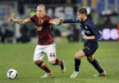 AS Roma's Nainggolan is challenged by Inter Milan's Alvarez during their Italian Serie A soccer match at the Olympic stadium in Rome